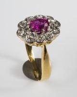 Entouragering 585 guld med rubin og diamanter, ringstr. 52