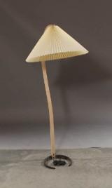 Caprani. Standerlampe af formspændt bøgetræ,