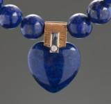 Ole Lynggaard. Hjertelås med brillant og lapis lazuli med kæde