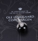 Ole Lynggaard. 'Dew Drop' pendant with black spinel and diamonds, total approx. 0.75 ct