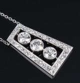Art Deco diamantvedhæng af platin med ældre slibninger, i alt ca. 2.20 ct. 1920erne