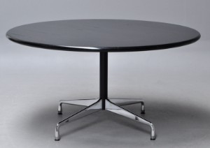 Charles Eames. Round dining table / Segmented Table. Ø 140 cm ...