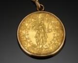 Halssmykke med guldmedalje.