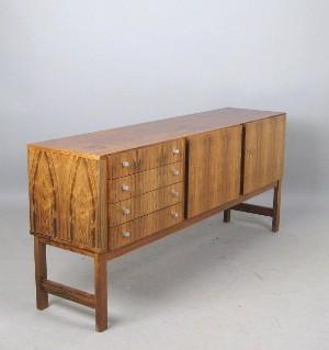 vara 4047056 sideboard der 1960 70er jahre in gemasertem holz. Black Bedroom Furniture Sets. Home Design Ideas