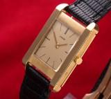 Cartier 'Tank'. Vintage mid-size ladies watch, 18 kt. gold, c. 1960s