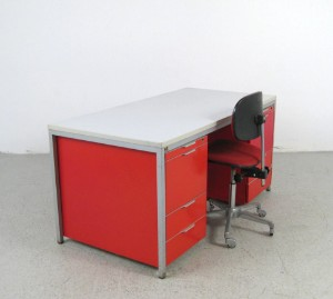 Ware 3004844 schreibtisch und b rostuhl der 1960 70er for Schreibtisch 70er jahre