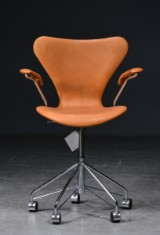 Arne Jacobsen. Office chair, model 3217, cognac-coloured aniline leather