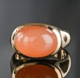 Rose gold ring featuring cabochon-cut moonstone