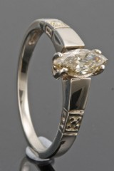 14kt diamond ring decorated with marquise-cut diamond approx. 0.35ct.With HRD report