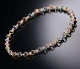 Per Borup. Hjertehalskæde af 14 kt. tofarvet guld med brillantlås
