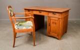 Skrivbord och stol i ek klädd i Tyget Lotus(2)