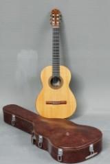 Arne Schlünsen. Håndbygget guitar nr. 558 fra 1976