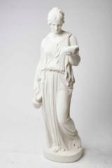 Haveskulptur 'Hebe'. Skulptur af støbt nordnorsk marmor
