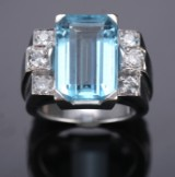 French aquamarine and diamond ring in 18k white gold. Weight approx. 18.5 g