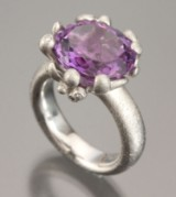 Ole Lynggaard. 'Blomsterkurv' - ring with amethyst and diamonds