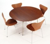 Arne Jacobsen. Dining table as well as 'Series 7' dining chairs, teak (5)