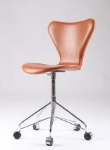 Arne Jacobsen. Kontorstol, model 3117, cognacfarvet læder