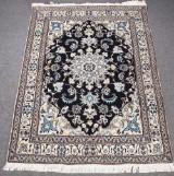 Persisk Nain tæppe, uld med silke, 200 x 147 cm.