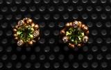 Ole Lynggaard blomsterkurv ørestikker med periodter og brillanter