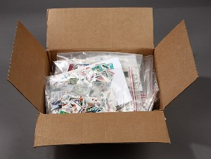 Restsamling løse frimærker samt ark.
