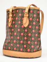 Louis Vuitton, bucket bag med kirsebær print. Limited edition