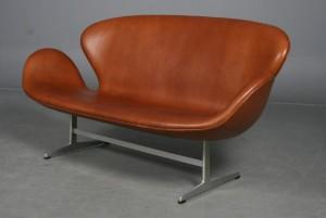 arne jacobsen schwan sofa range aniline leder cognacfarben neugepolstert. Black Bedroom Furniture Sets. Home Design Ideas