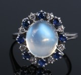 Oval rosette ring, 18 kt. white gold with blue moonstone, diamonds and sapphires