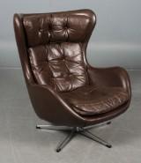 Dansk møbelproducent. Lænestol, brunt læder. Ca. 1970.