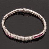 Art Déco bracelet of 750 white gold with brilliant cut diamonds and rubies