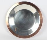 Georg Jensen Design. Stort rundt fad i kobber og pletsølv. Ø. 35 cm.