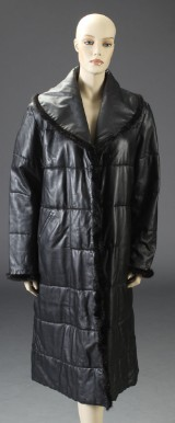 Kirsten Stampe. Vendbar frakke