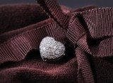 Ole Lynggaard. Heart, clasp, 18 kt. white gold with numerous diamonds - 0.56 ct