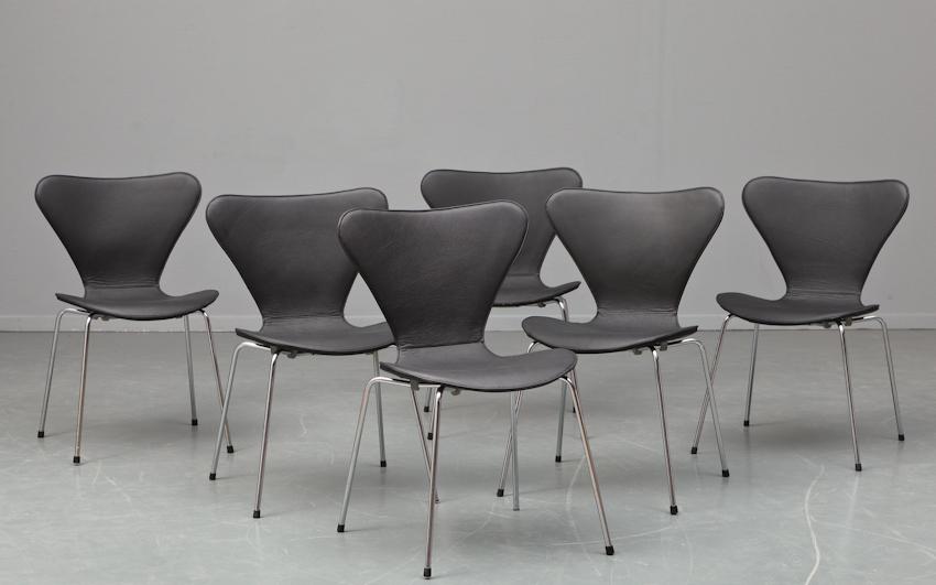 Arne Jacobsen. Sæt på seks stole, model 3107, 'Syveren' med overtræk(6)