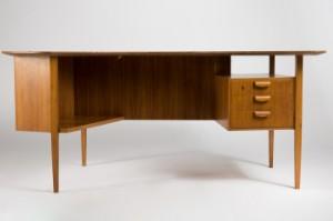 Schreibtischplatte holz  Tisch / Schreibtisch, Nierenform, 1950er Jahre, Holz | Lauritz.com