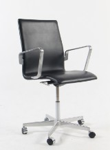 Arne Jacobsen. Oxford office chair with armrests, model 3291