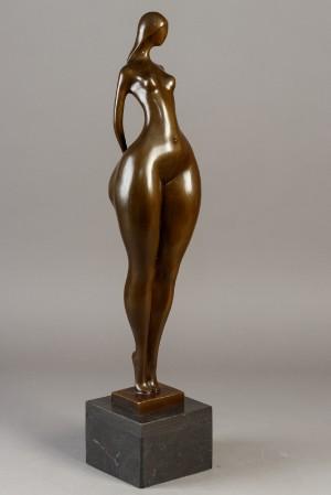 Figur af patineret bronze - Dk, Næstved, Gl. Holstedvej - Figur af patineret bronze på sokkel af marmor. Sign. J.P. Aliot H. 70 cm incl. sokkel. - Dk, Næstved, Gl. Holstedvej