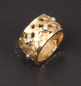 Ole Lynggaard. 'Flet' ring, 14 kt. partly satin-finish gold with diamonds