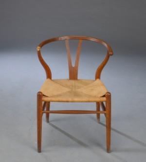 hans j wegner y stol af patineret eg defekt arml n. Black Bedroom Furniture Sets. Home Design Ideas