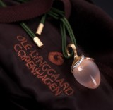 Ole Lynggaard. A large 'Lotus' pendant, 18 kt. rose and red gold, with diamonds and rose quartz