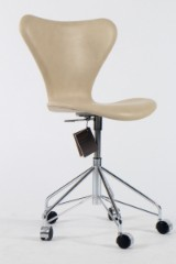Arne Jacobsen. Office chair, model 3117, number certificate