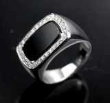 Onyx og brillant ring 18 kt. hvidguld.