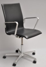 Arne Jacobsen. Oxford office chair, model 3291, Red Label from 2008