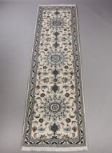 Persisk Nain løber med silke, 301 x 79 cm.