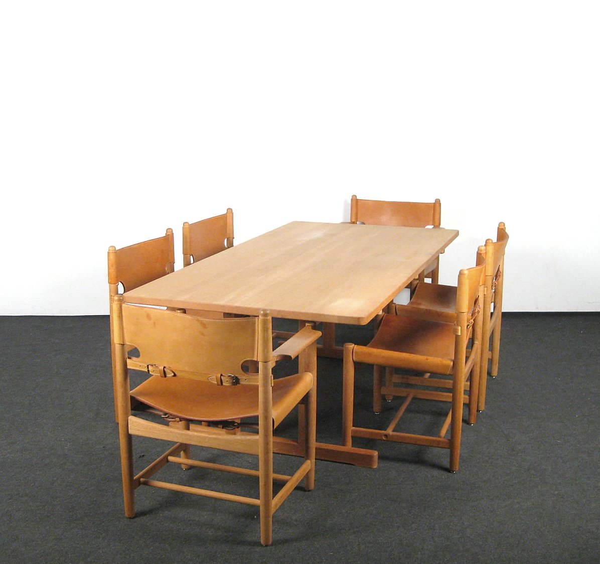 Børge Mogensen. A set of chairs, model Hunting Chair 3237 + 3238 + Shaker table, model 6286 for Fredericia Furniture (7)