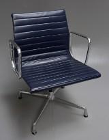 Charles Eames. Kontorstol fra serien 'Aluminium Group' model EA-107