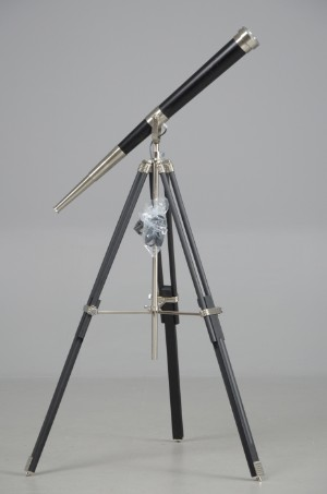 slutpris f r teleskoplampe p stativ af sortlakeret. Black Bedroom Furniture Sets. Home Design Ideas