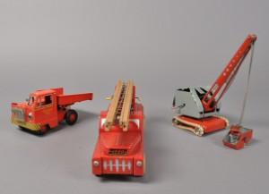 Rørig Lego brandbil i bemalet træ samt blik legetøj. (8) | Lauritz.com LU-55
