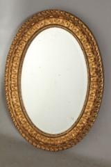 Ovalt spejl med guldramme