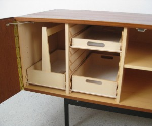 Sideboard model b40 af dieter waeckerlin fremstillet for Behr wendlingen