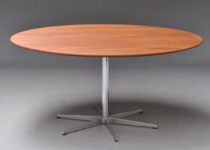 arne jacobsen rundt bord i teak s jleben med 6 pasfod. Black Bedroom Furniture Sets. Home Design Ideas